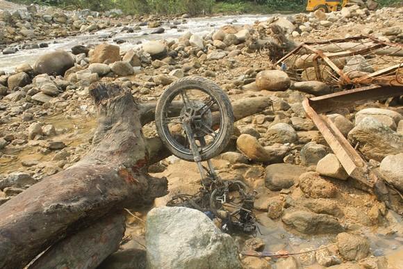 Huy động thêm máy múc tìm kiếm các nạn nhân mất tích tại Thủy điện Rào Trăng 3 ảnh 3