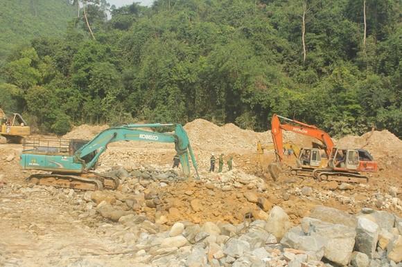 Lật tung hơn 30.000 khối đất đá vẫn không tìm thấy nạn nhân Thủy điện Rào Trăng 3 ảnh 1