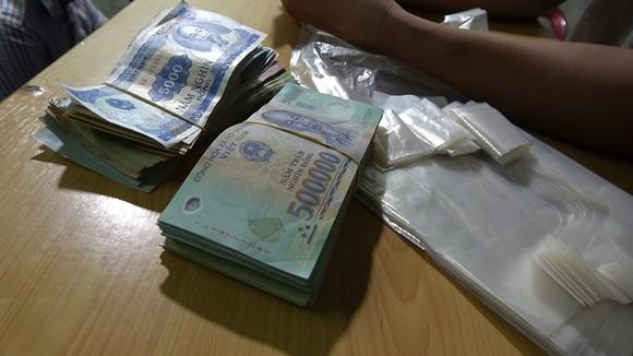 Bắt giam 2 đối tượng tổ chức đánh bạc hàng tỷ đồng tại quán cà phê ảnh 5