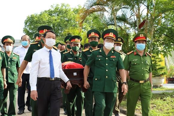 Lễ tiễn đưa và an táng 14 liệt sĩ tại Nghĩa trang Liệt sĩ TP Huế 