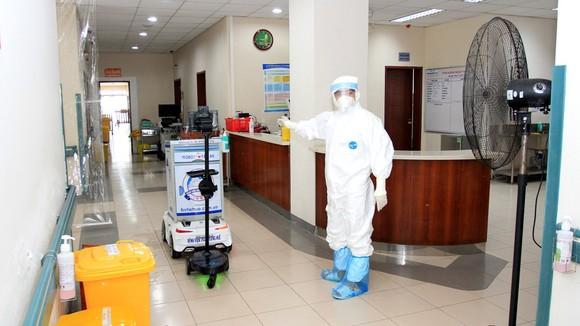 Video Các y bác sĩ tại Huế điều trị cho bệnh nhân Covid-19 ra sao? ảnh 5