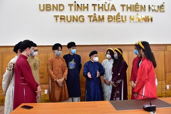 Lần đầu đón học sinh tham quan trụ sở UBND tỉnh Thừa Thiên – Huế  ảnh 1
