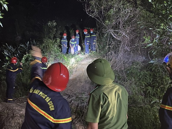 Huy động gần 1.000 người dập lửa rừng thông cháy gần kho K890 Cục Quân Khí ảnh 11