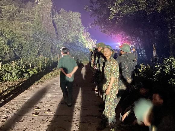 Huy động gần 1.000 người dập lửa rừng thông cháy gần kho K890 Cục Quân Khí ảnh 3