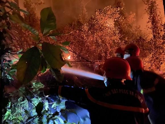 Huy động gần 1.000 người dập lửa rừng thông cháy gần kho K890 Cục Quân Khí ảnh 6