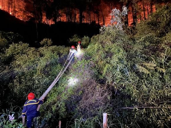 Huy động gần 1.000 người dập lửa rừng thông cháy gần kho K890 Cục Quân Khí ảnh 7