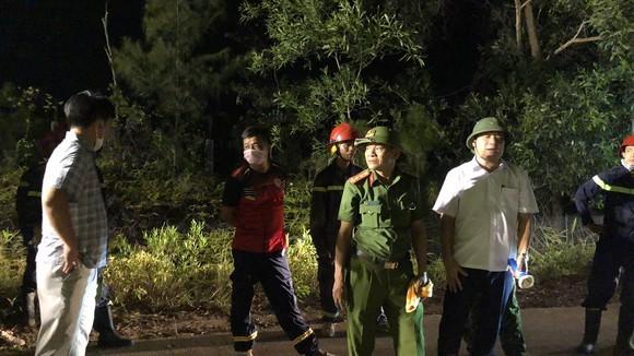 Huy động gần 1.000 người dập lửa rừng thông cháy gần kho K890 Cục Quân Khí ảnh 9