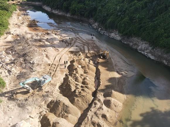 Tìm thấy nhiều vật dụng cá nhân của các nạn nhân tại Thủy điện Rào Trăng 3 ảnh 2