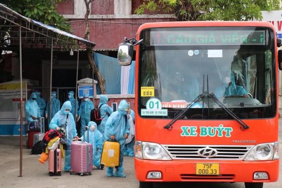 Chuyến tàu đặc biệt đưa 376 người dân từ TPHCM về Huế an toàn ảnh 6