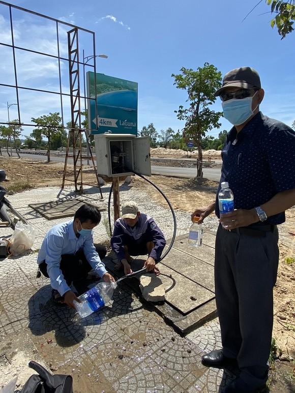 Sự cố nhà máy Chân Mây cung cấp nước bẩn, đục cho người dân: Lấy mẫu xét nghiệm chất lượng nước ảnh 2