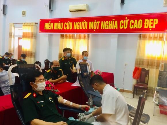 122 y, bác sĩ Bệnh viện Quân y 268 hiến máu tình nguyện ảnh 1