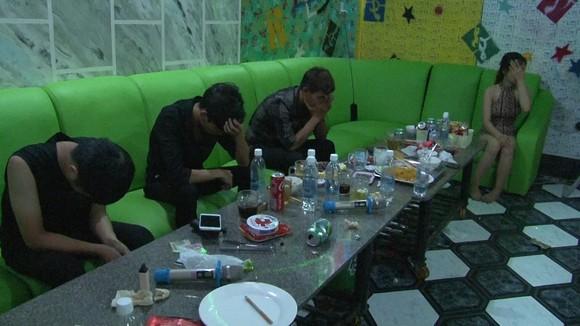 Xử phạt chủ quán karaoke để các đối tượng lợi dụng chơi ma túy ảnh 2