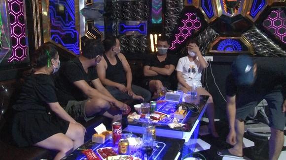Xử phạt chủ quán karaoke để các đối tượng lợi dụng chơi ma túy ảnh 1