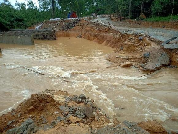 Thừa Thiên – Huế: Tìm kiếm 12 người đi rừng mất liên lạc từ trước bão số 5 ảnh 1