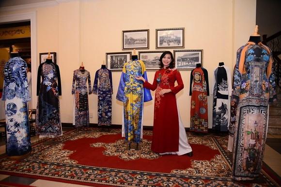 Khai mạc triển lãm online 'Huế - Kinh đô Áo dài Việt Nam' ảnh 2