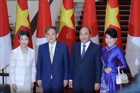 Thủ tướng Nhật Bản bắt đầu chuyến thăm chính thức Việt Nam ảnh 8