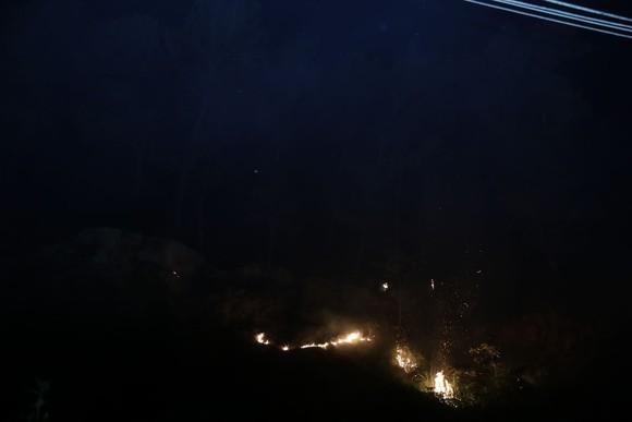 Khống chế đám cháy rừng trong đêm ở Hà Tĩnh ảnh 6