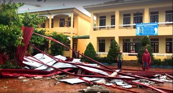 Hà Tĩnh: Tạm hoãn khai giảng năm học mới tại các địa bàn đang bị mưa lũ chia cắt ảnh 1