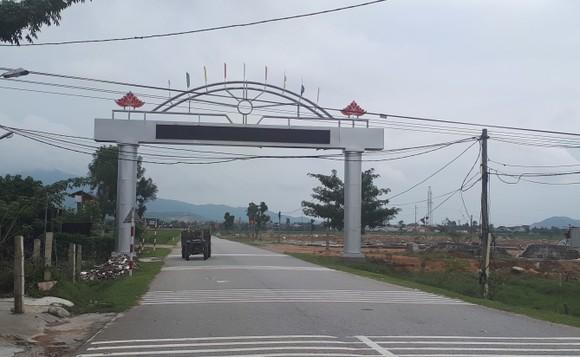 Đường về xã Thiên Lộc (huyện Can Lộc), địa phương có nhiều người dân đi xuất khẩu lao động nước ngoài ở tỉnh Hà Tĩnh