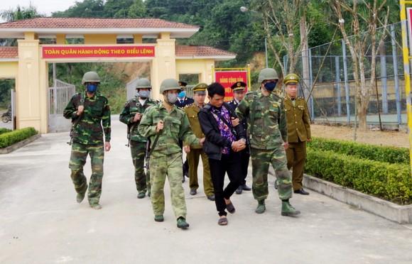 Bắt vụ vận chuyển 9.800 viên hồng phiến từ Lào về Việt Nam ảnh 2