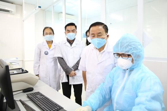 Hà Tĩnh ra mắt phòng xét nghiệm chẩn đoán Covid-19 ảnh 2