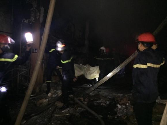 Cháy cửa hàng sửa chữa, kinh doanh thiết bị ô tô khiến 2 người tử vong ảnh 1