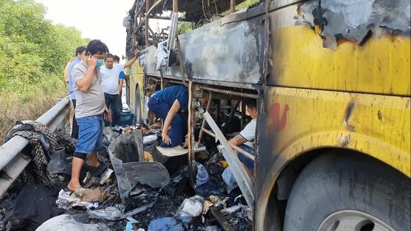 Xe khách bốc cháy lúc rạng sáng trên Quốc lộ 1 ở Hà Tĩnh ảnh 3