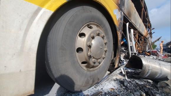Xe khách bốc cháy lúc rạng sáng trên Quốc lộ 1 ở Hà Tĩnh ảnh 6
