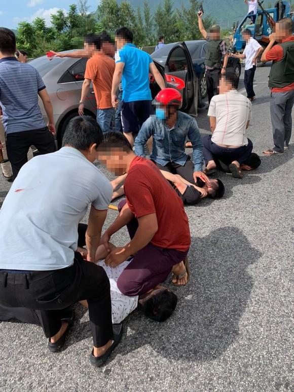 Cảnh sát vây bắt nhóm đối tượng đi ô tô trên Quốc lộ 1A nghi vận chuyển ma túy ảnh 1