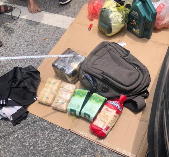 Cảnh sát vây bắt nhóm đối tượng đi ô tô trên Quốc lộ 1A nghi vận chuyển ma túy ảnh 3
