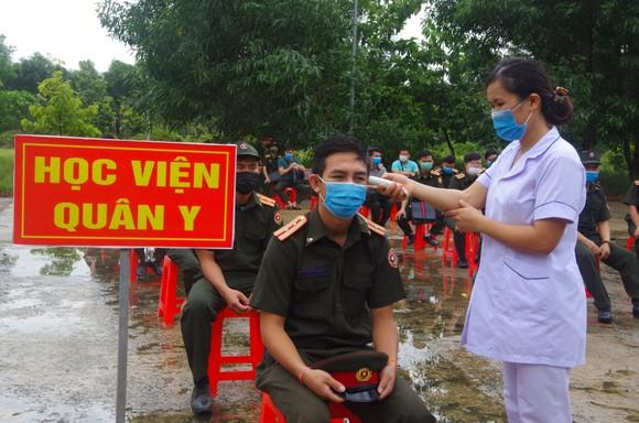 Bàn giao 112 học viên quân sự Lào sau thời hạn cách ly 14 ngày ảnh 2