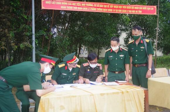 Bàn giao 112 học viên quân sự Lào sau thời hạn cách ly 14 ngày ảnh 1