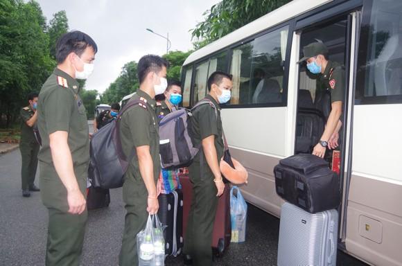 Bàn giao 112 học viên quân sự Lào sau thời hạn cách ly 14 ngày ảnh 3