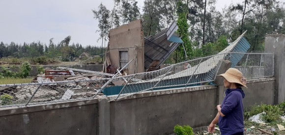 Lốc xoáy gây thiệt hại hàng tỷ đồng ở hai xã ven biển Hà Tĩnh ảnh 11