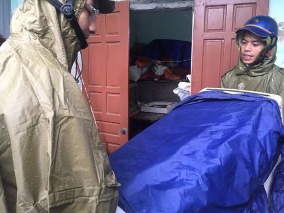 Hà Tĩnh sơ tán hàng trăm người dân đến nơi an toàn tránh lũ ảnh 18
