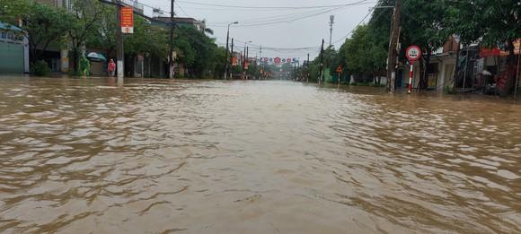 Nhiều địa phương ở Hà Tĩnh bị cô lập, chia cắt ảnh 1