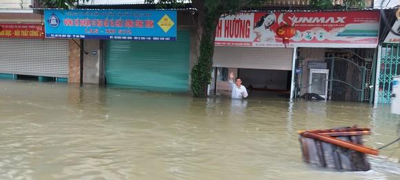 Nhiều địa phương ở Hà Tĩnh bị cô lập, chia cắt ảnh 4
