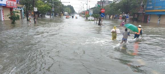 Nhiều địa phương ở Hà Tĩnh bị cô lập, chia cắt ảnh 6