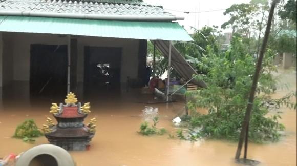 Nhiều địa phương ở Hà Tĩnh bị cô lập, chia cắt ảnh 8