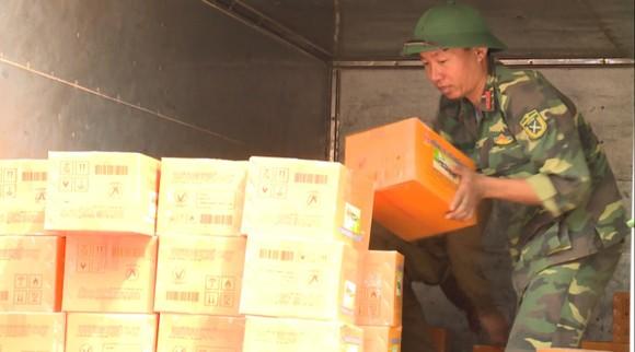 Huy động lực lượng giúp dân sau mưa lũ và phòng chống bão số 8 ảnh 4