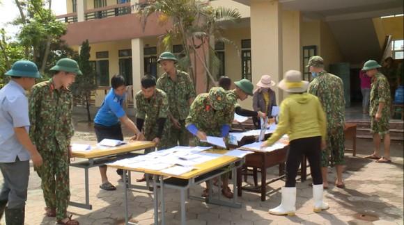 Huy động lực lượng giúp dân sau mưa lũ và phòng chống bão số 8 ảnh 5