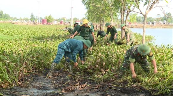 Huy động lực lượng giúp dân sau mưa lũ và phòng chống bão số 8 ảnh 1