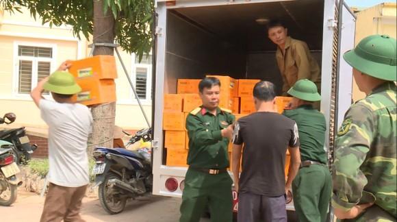 Huy động lực lượng giúp dân sau mưa lũ và phòng chống bão số 8 ảnh 7