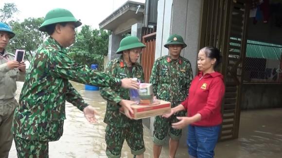Huy động lực lượng giúp dân sau mưa lũ và phòng chống bão số 8 ảnh 2
