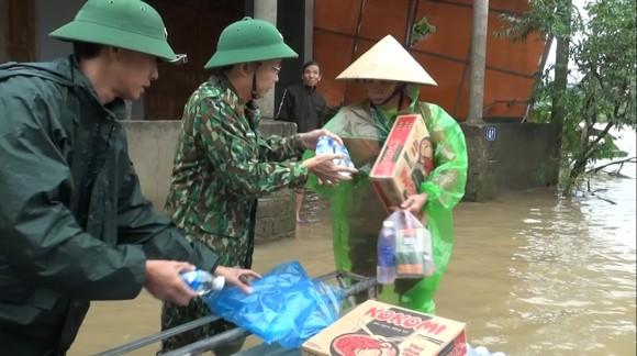 Huy động lực lượng giúp dân sau mưa lũ và phòng chống bão số 8 ảnh 3