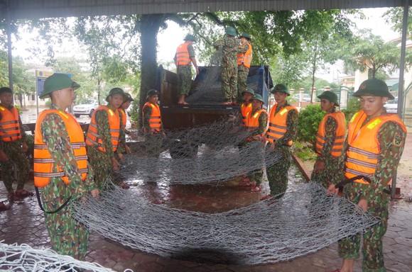 Huy động lực lượng kịp thời gia cố sạt lở bờ sông ở Hà Tĩnh ảnh 1