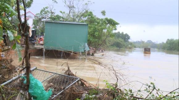 Huy động lực lượng kịp thời gia cố sạt lở bờ sông ở Hà Tĩnh ảnh 10