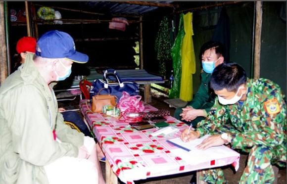 Phát hiện 2 đối tượng vượt biên trái phép vào Việt Nam để trốn cách ly  ảnh 1