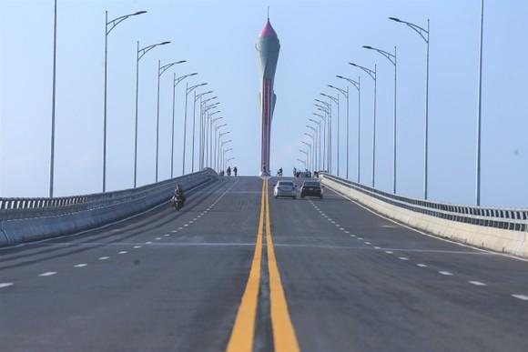 Cho phép phương tiện lưu thông qua cầu Cửa Hội dịp Tết Nguyên đán ảnh 2