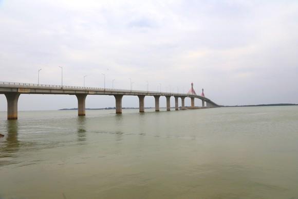 Cho phép phương tiện lưu thông qua cầu Cửa Hội dịp Tết Nguyên đán ảnh 1